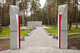 BYKOWNIA - brama polskiego cmentarza