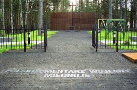 MIEDNOJE - brama cmentarza